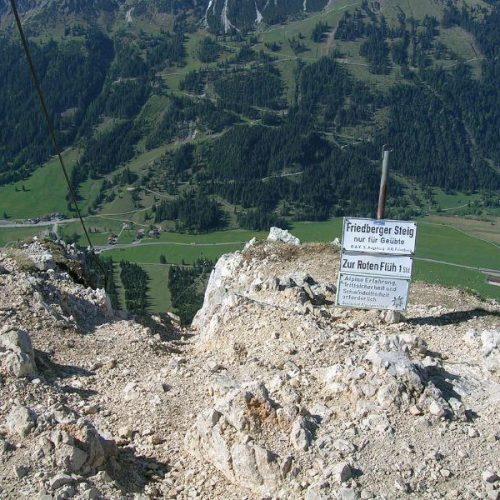 teifblick-in-das-tannheimer-tal-vom-friedberger-klettersteig